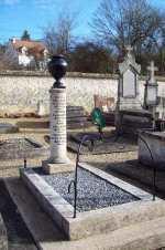 La tombe du poète au cimetière de Samoreau